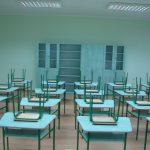 školska učionica sa nameštajem